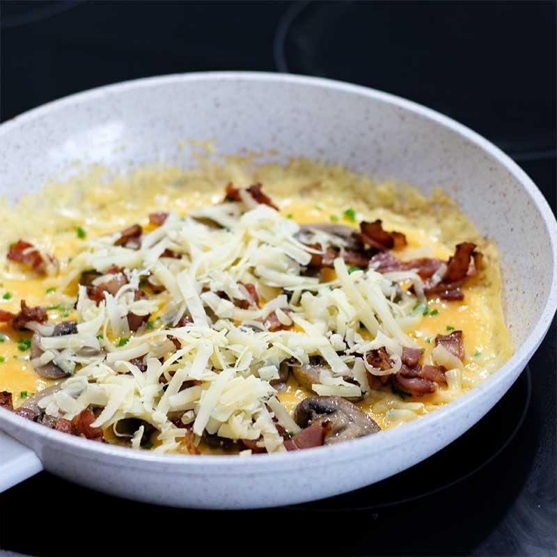 Keto Bacon & Mushroom Omelette Ingredients - easy breakfast recipe