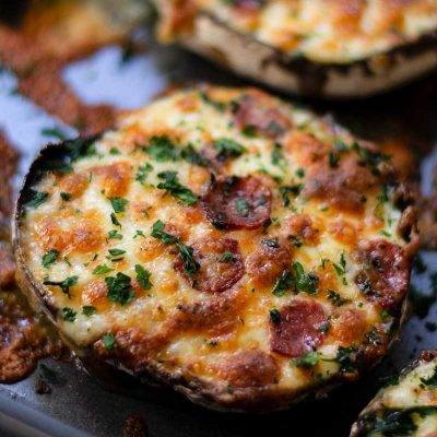 Keto Portobello Mushroom Pizzas – 15 minute Pepperoni