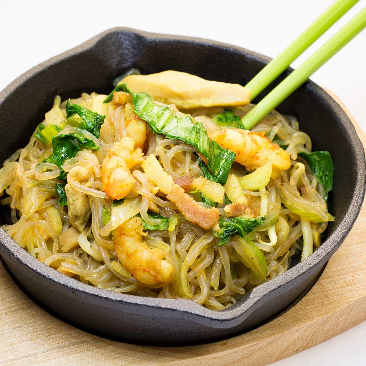 Keto Singapore Noodles in a mini frying pan