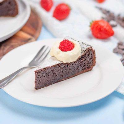 Keto Flourless Chocolate Cake – 3 Ingredients (3g Net Carbs) Moist!